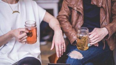 women-drinking-tea_4460x4460